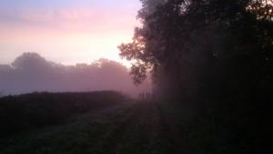 cesta do prvej dediny Quarre-les-Tombes